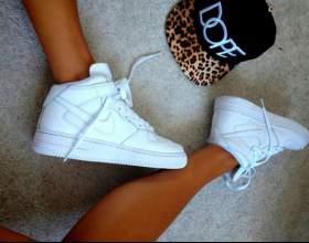 Білі кросівки найк (nike) фото