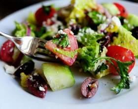 Як просто приготувати грецький салат фото