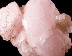 Камінь рожевий кварц: значення, властивості, особливості мінералу фото