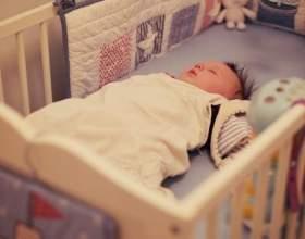 Коли можна класти дитину спати на подушку, з якого віку її давати? фото