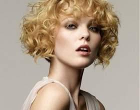 Короткі стрижки для кучерявого волосся фото