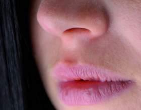 Чому тріскаються губи фото