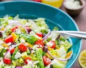 Рецепт грецького салату з пікантною лимонної заправкою фото