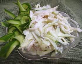 Салат з кальмарами і яйцем. Прості рецепти на кожен день і вишукані - для святкового столу фото