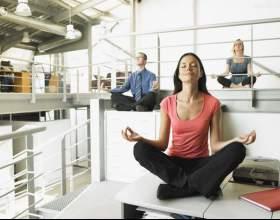 Сидяча гімнастика на робочому місці - приклади вправ фото
