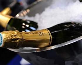 Скільки градусів в шампанському російському? Як правильно пити ігристе вино? фото