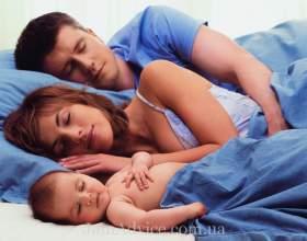 Спати разом з малюком: так чи ні! фото