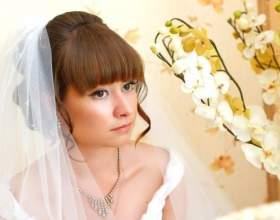Весільні зачіски з чубчиком на волосся різної довжини фото